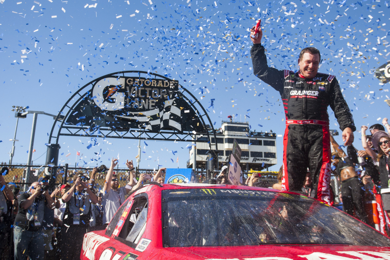 Ryan Newman ends victory drought with a daring dash at Phoenix